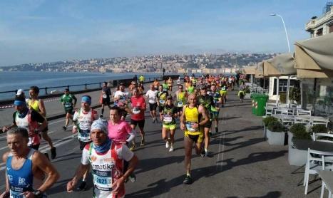 Napoli City Half Marathon: prestazioni stellari, grande organizzazione e…una proposta di matrimonio